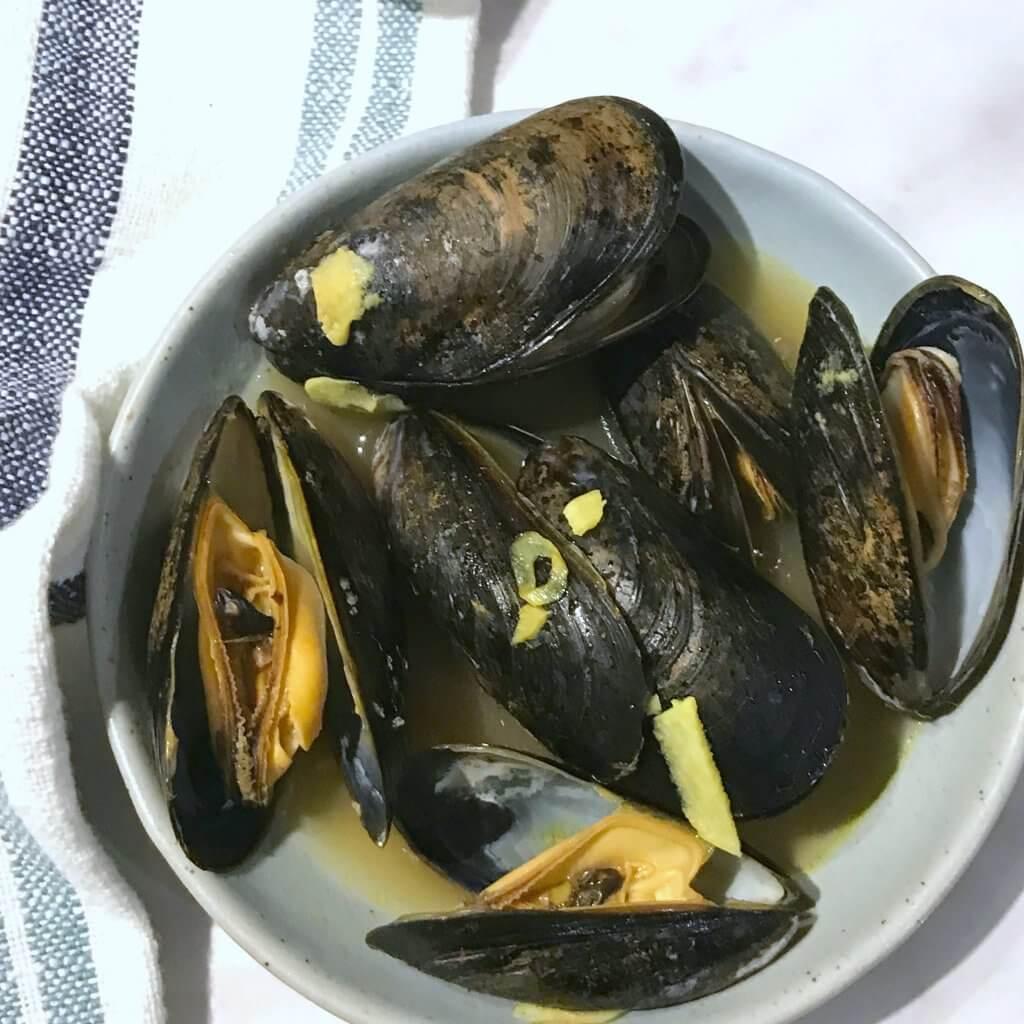 My Favourite Skin Food: Beautifying Turmeric & Bone Broth Mussels